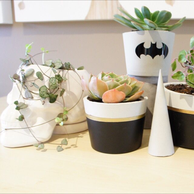 CONCRETE | PLANTER Small in black Small Batman