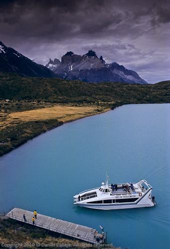 #Chile ~ Lago Pehoe Los Cuernos del Paine al fondo