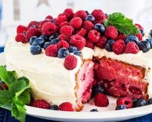 Ruoka.fi - Red Velvet -kakku - tuorejuustolla täytetty marjakakku