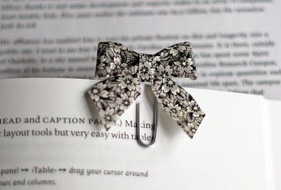 This cute little bookmark made out of fabric scraps is so stinkin' perfection.  I can barely stand it!!