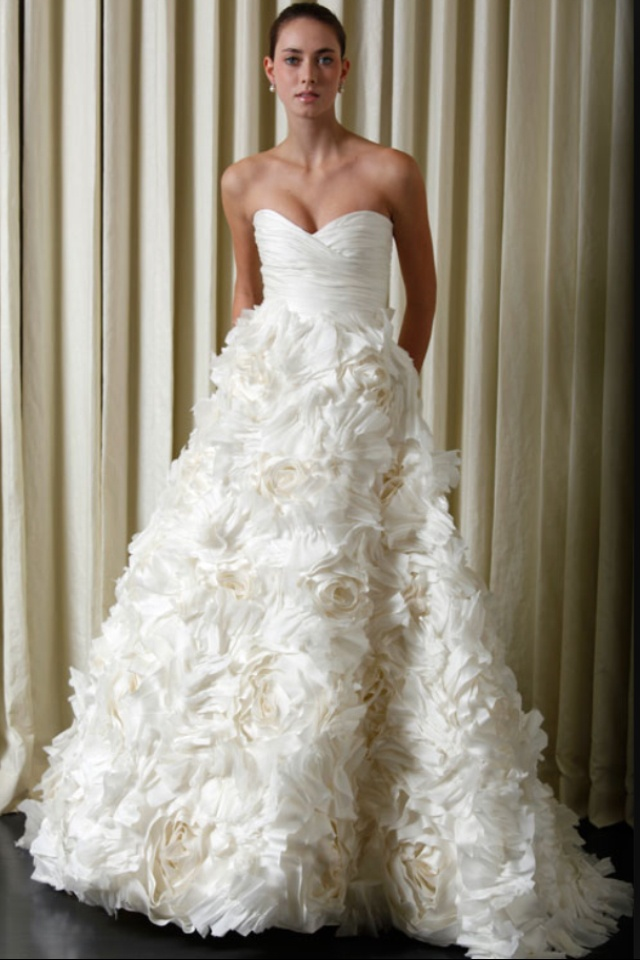 Whats More Romantic Than A Skirt Full Of Flowers This Gently Used Monique Lhuillier Sunday Rose Wedding Dress Is Better Bed Roses