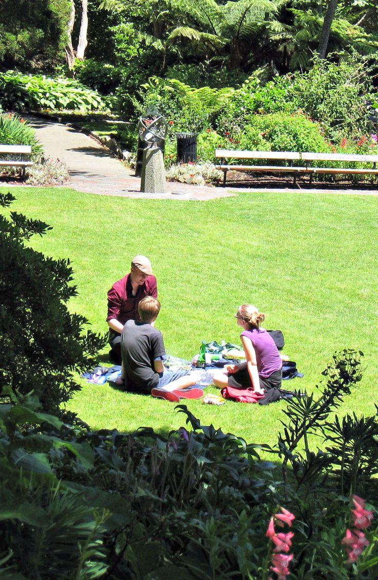 Picnic, Wellington Botanical Gardens. New Zealand