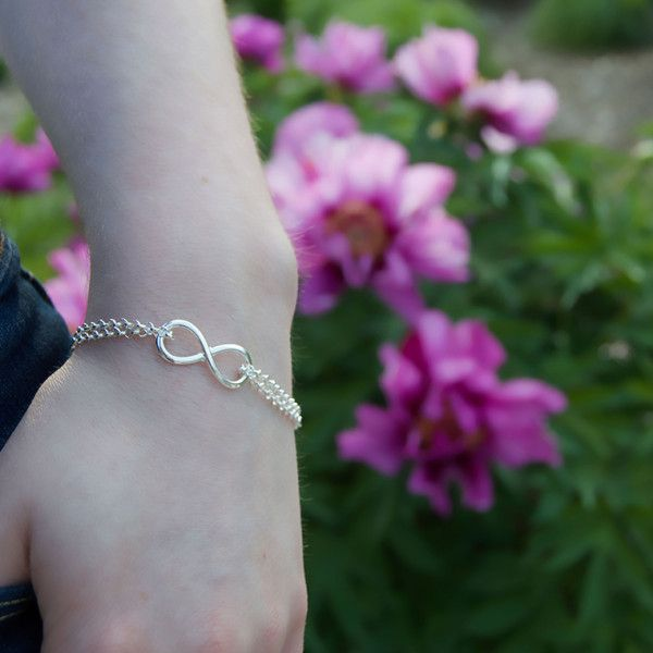 Love this infinity bracelet! The double chain really adds a nice touch.