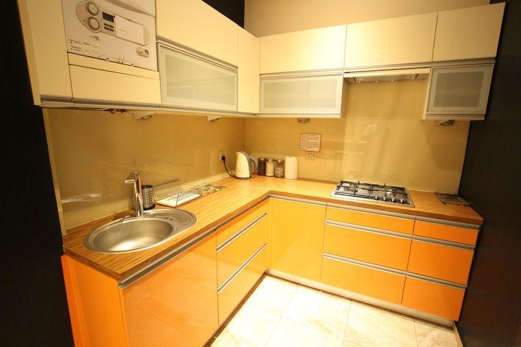 Pełne wyposażenie kuchni w Apartamencie kremowym http://www.rainbowapartments.pl/apartament-kremowy/