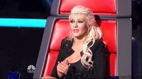 Christina Aguilera Half Up Half Down with a headband