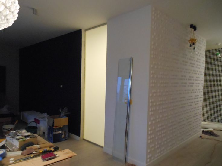 wpuściliśmy trochę świtała do łazienki bez okna, szkło hartowane mrożone pomiędzy salonem a łazienką www.atoato.pl