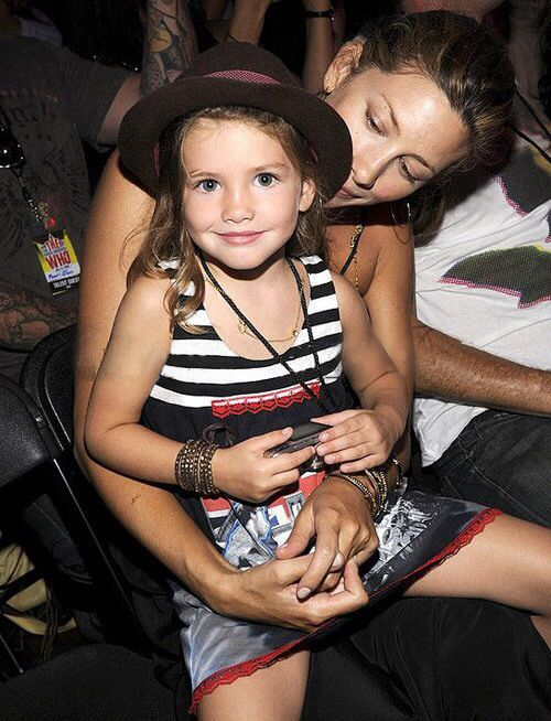 Eddie Vedder's wife and daughter