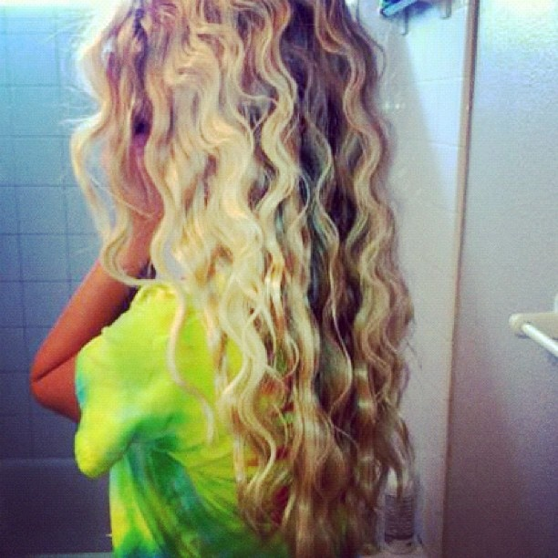 Triple barrel curls! Looks like Pretty mermaid hair! -- I love her hair color too!