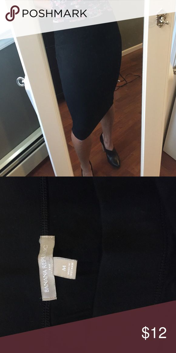Banana republic black cotton skirt Great versatile skirt from banana republic. Elastic waist band makes this super comfortable and stretchy, but can be dressed up easily with a pair of heels! Definitely a staple! Banana Republic Skirts Midi