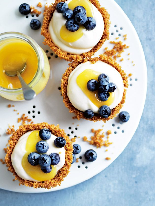 These quick fix lemon curd gingernut tarts are the perfect last-minute dessert option for when you need to 'bring a plate'.