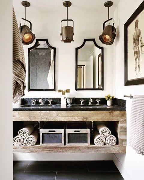 Lyskastere på badet er ikke så dumt #lyskastere #bad #bathroom #interiør #møbler #inspirasjon #rustikk #innredning #boligstyling #dagensinterior #industriell #mitthjem #unikehjem #unikemøbler #vakrehjem #flottehjem #interior4alle #interiorinspo #interiorinspirasjon