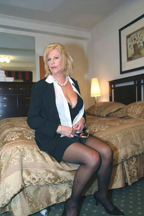 escort lady hot older women
