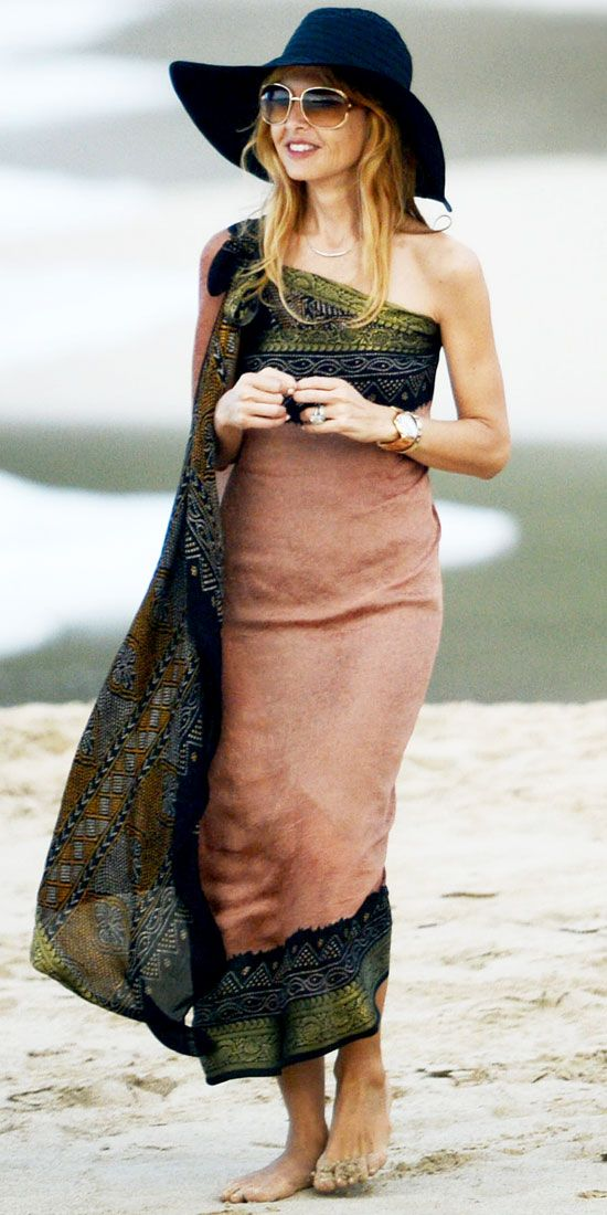 January 5, 2013    Rachel Zoe  WHAT SHE WORE  While in St. Barts, Rachel Zoe played in the sand in a printed sarong and oversize shades.