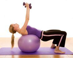Durch diese Übung mit dem Pezziball werden die folgenden Muskelgruppen trainiert: Großer Brustmuskel Breiter Rückenmuskel Deltamuskel