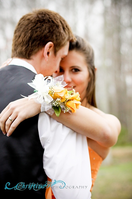 i wanna take a picture like this for prom. <3