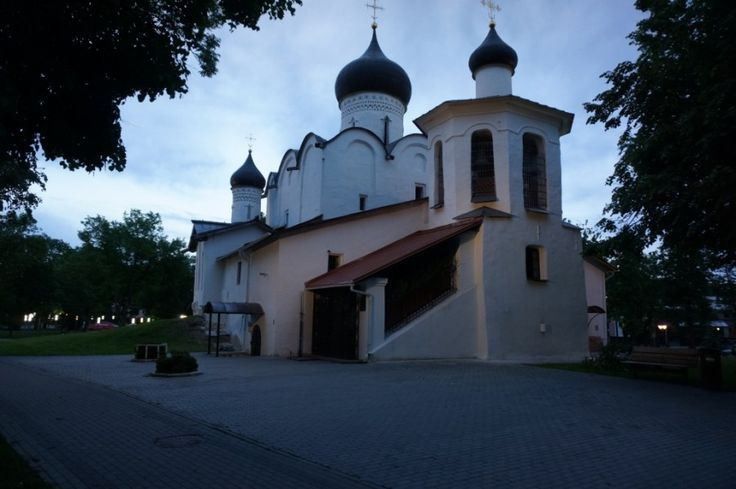 Church of St. Nicholas - the Orthodox church in Pskov. Monument History XV-XVI centuries. The first mention of stone St. Nicholas Church belongs to 1371 in 1535-1536 the dilapidated temple broken and now put it on the existing site