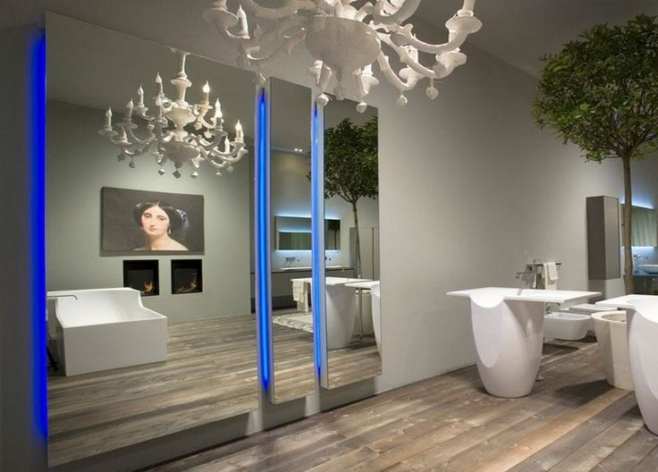 Traditionelle Einrichtung Im Badezimmer, Moderne Wandspiegel