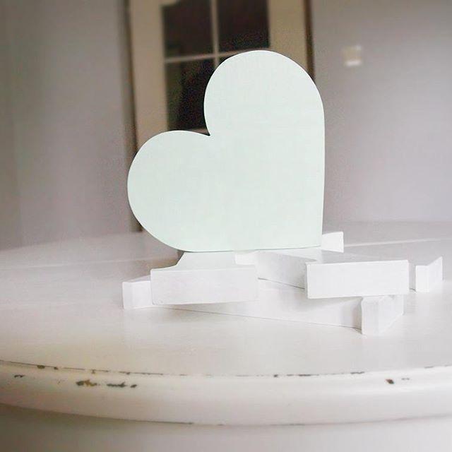Mint heart 💚💙 #vsco #vscocam #mint #heart #woodenheart #wedding #weddingdesign #white #design #natural