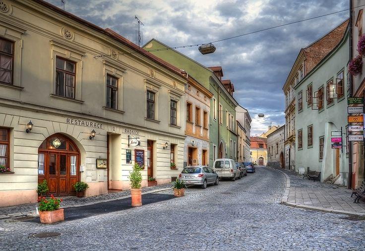 Zelenářská ulice a restaurace U radnice