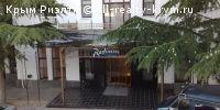 #Алушта #*** в аренду: Жильё у моря в Алуште.  Сдаются в Алуште у самого моря, номера под ключ, напротив гостиницы( Крымские зори,) и ресторана (Встреча)-здание находится на центральной набережной г Алушта , до моря 100 метров,все развлекательные заведения в шаговой доступности от места вашего отдыха -дельфинарий,аквариум,рестораны,магазины,дискотека,морской вокзал с возможностью морских прогулок на катере ,столовая по домашнему.пиццерия,парк-(Крым в миниатюре),аквапарк,бан,.В наших номерах…