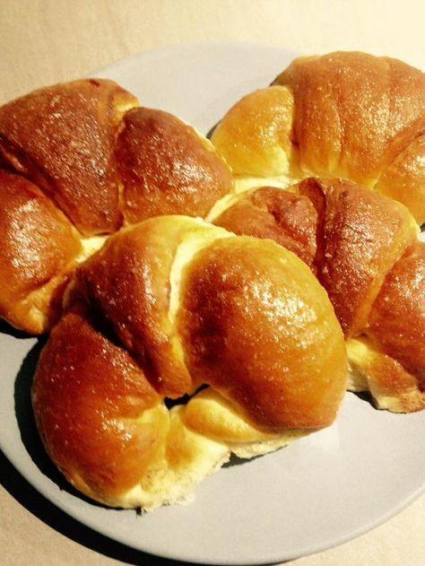 Cornetti morbidissimi per tutti i gusti con il Bimby, da farcire a piacere. Qui la ricetta per una merenda alla Nutella e alla cannella.