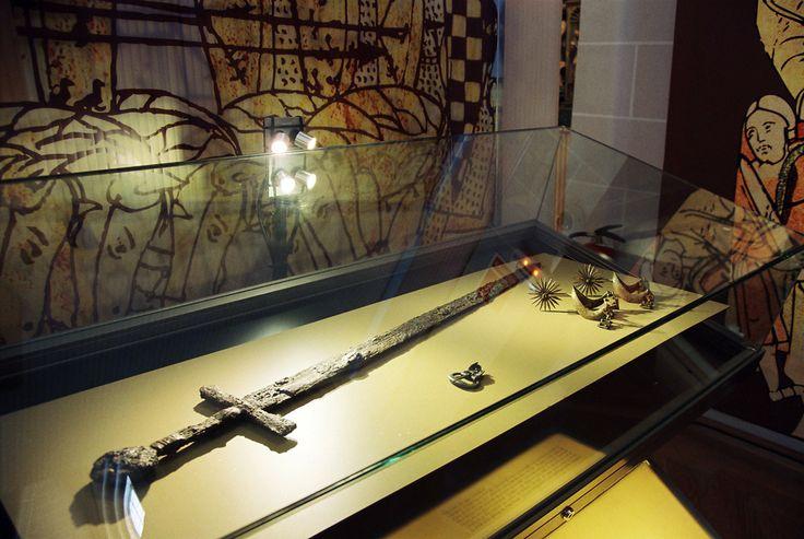 Exposición: Caballeros y Caballos 1212-1512. Detalle vitrina.