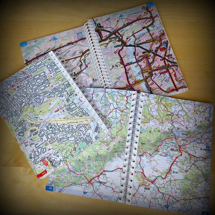 Používáte ještě papírové nebo knižní mapy? Ne, nemyslím, někde v lese na turistické tůře, ale ve městě, při plánování cesty na výlet vlakem, autem, na kole apod. A co v Čechách nebo v zahraničí? Nebo digitální mapy na internetu a navigace v mobilem, tabletech autech je zcela vytlačila? Já sama bohužel spoléhám na nová média, ale to mapy naprosto zbožňuji.