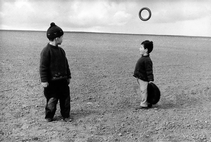 Michel and Lorenzo photo by Frank Horvat, near Paris 1958