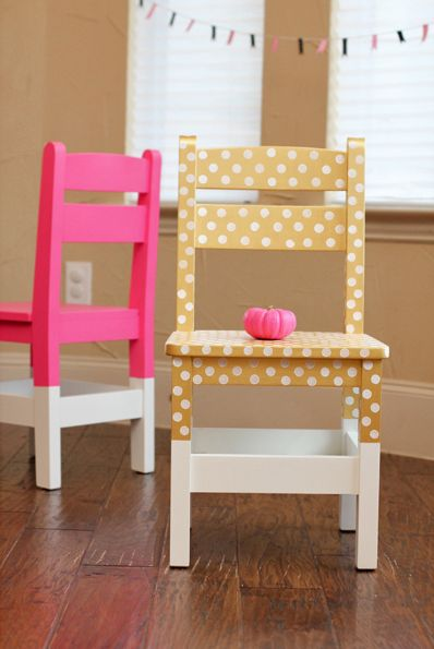 Cute polka dots and neon chairs Casa de Retalhos: Cadeirinhas personalizadas {Dip dyed chairs} // claradeparis.com ♥ sedia a pois