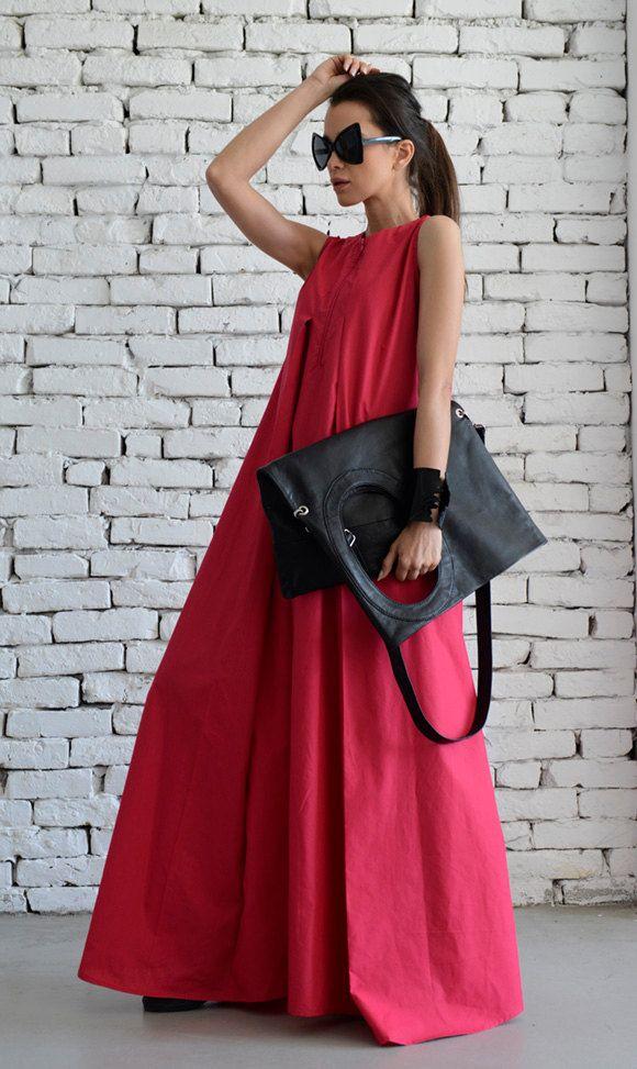 rose maxi longue robe extravagant robe noir par metamorphoza
