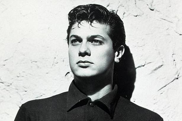 Tony Curtis - both parents were Hungarian. His parents were Hungarian Jewish immigrants from Mátészalka, Hungary. Hungarian was Curtis's only language until he was five or six