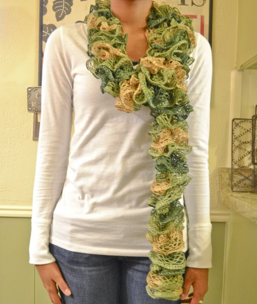 easy & quick to make scarf! ( Cousin Meg~ Now we know! :)