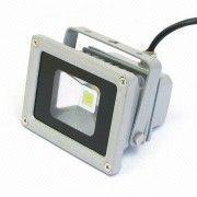 Foco pequeño ultrapotente LED 10W  Carcasa de alta calidad fabricada en aluminio puro Sustituye proyectores de 100W Lumenes 600  luz fria 6000K Especial para exteriores IP44 Peso 0,56 Kg Dimensiones 85x115x90 vida util 50.000h  29,90 €