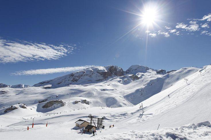 Le domaine skiable de Superdévoluy http://www.tourisme.fr/612/office-de-tourisme-saint-etienne-en-devoluy.htm Crédit : Agence UROPE