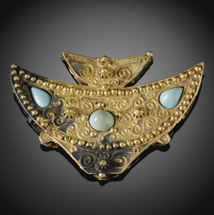 A RARE FATIMID TURQUOISE-SET GOLD BROOCH IN THE FORM OF A FISH, SYRIA OR EGYPT, 10TH CENTURY