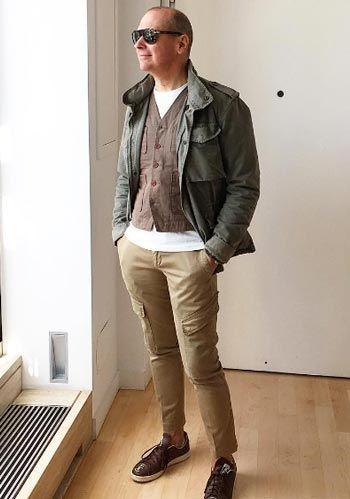 【おやじ】ミリタリージャケット×ベージュカーゴパンツの着こなし(メンズ) | Italy Web