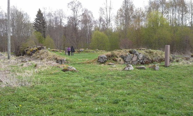 https://flic.kr/p/o36gDj | Pyhän Laurin kirkon rauniot | Ruins of St. Laurentius Church. The church was originally built in to an ancient burial site of pagan origin