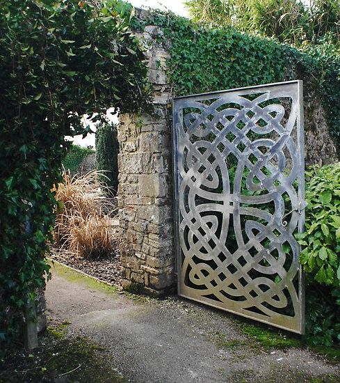 love the wall and gateCeltic Knots, Knots Gardens, Stones Wall, Celtic Design, Garden Gates, Modern Gardens Design, Gardens Gates, Gardens Doors, The Secret Gardens