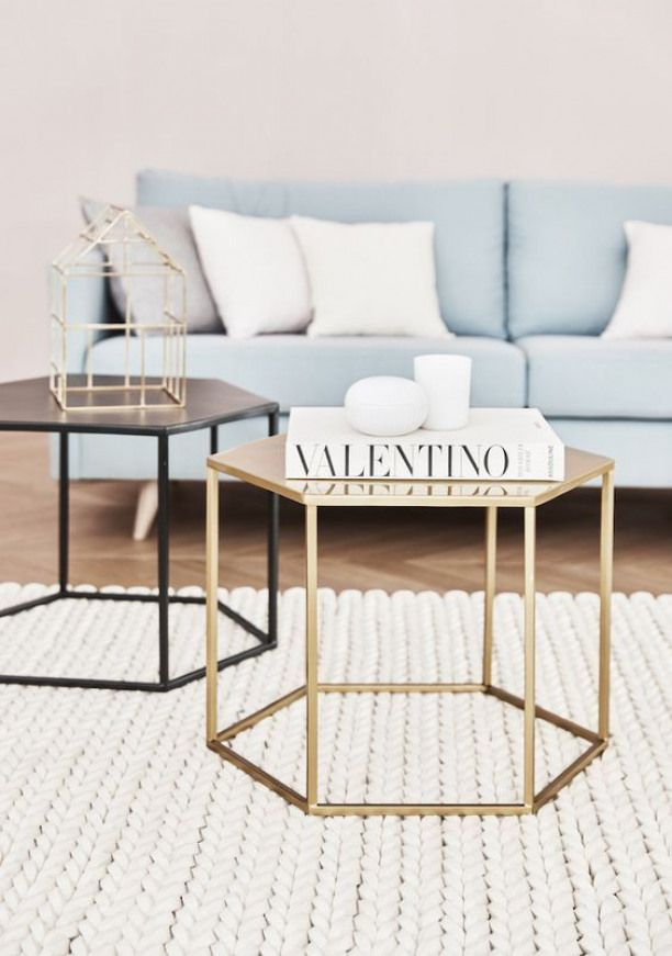 Glam Ecken Und Kanten Zeigt Uns Dieses Traum Duo An Beistelltischen In Gold Und Schwarz Perfekt Fur Coffee Table Den Furniture Layout Furniture Layout