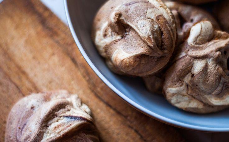 Bezy z nutellą | Nutella meringues justineyes.com #Nutella #Ferrero