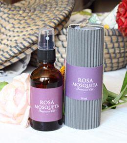 Aceite de rosa mosqueta que mitiga las manchas de la piel. Levemente aromatizado con aceites esenciales.