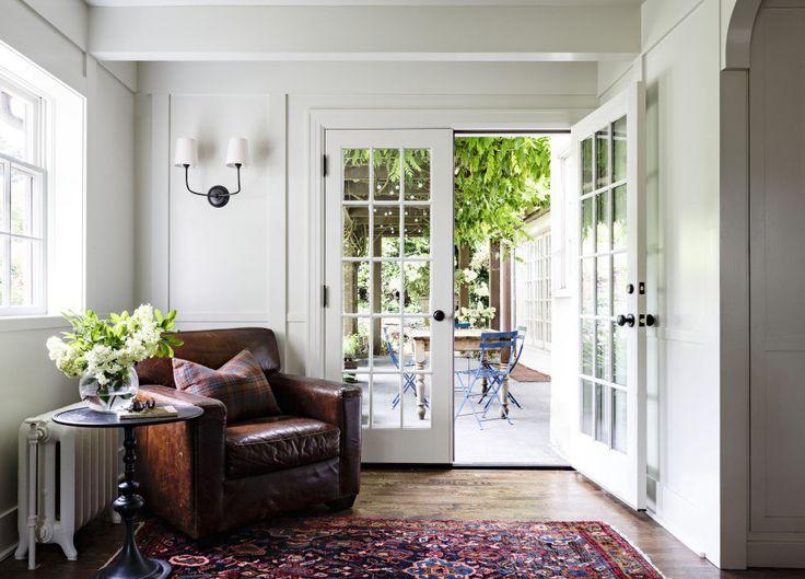 Кожаные кресла отлично смотрятся в уголках для отдыха.  #мебель #кресло  http://mast2cust.ru