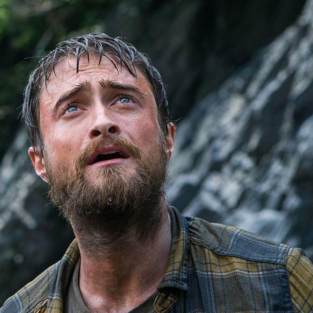 """Дэниелу Рэдклиффу категорически не идёт борода. Вообще. Он и так постоянно не удался, а тут вообще вылитый гном без Белоснежки. Все бродит и бродит он по джунглям, куда не знамо зачем забрел-то в неудобных кедах. Лучше посмотреть """"Габриэль и гора"""", там герой не так часто тупил @lena_makaeva #jungle #джунглі #джунгли #junglemovie  #джунгли2017"""