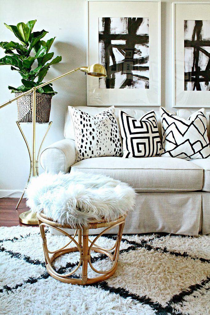 Black painted art: Decor, Ideas, White Living Rooms, Pattern, Black And White, Interiors, Black White, Throw Pillows, Design