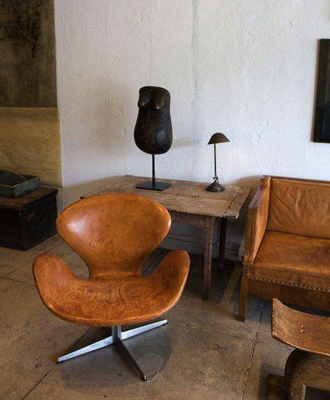 Arne Jacobson swan chair