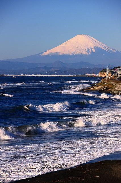 Inamuragasaki Beach in Kamakura, Japan 鎌倉 稲村ケ崎