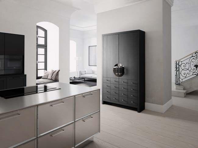 SieMatic Classic - Klassieke keukenmet moderne elementen en de nieuwe Chinese bruidskast in moderne uitvoering met geintegreerde koelkast