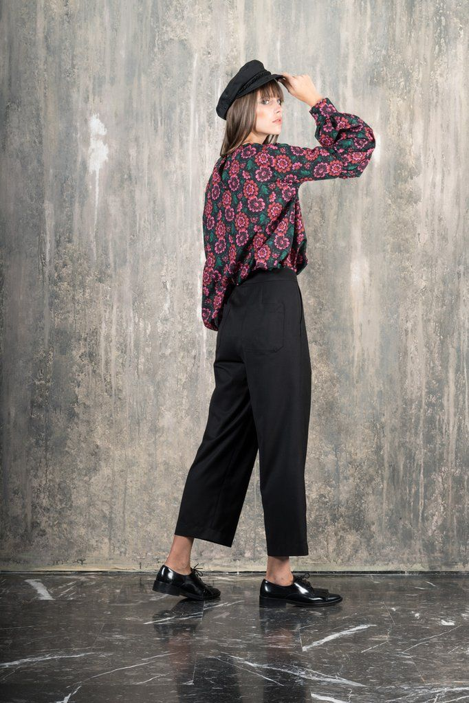 Love it when you can wear a fancy top and be comfortable in it at the same time? Then you just found it. Edith is a crewneck with bubble dramatic sleeves in pol