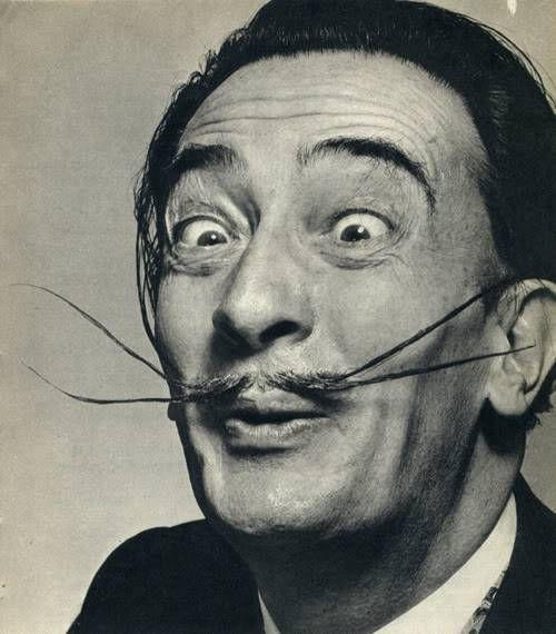 Salvador Dalì: Nel noto pittore catalano si denota l'influenza di quella straordinaria scoperta che individua nel sogno lo strumento più prezioso per conoscere quel mondo sommerso e sconosciuto a tutti noi.