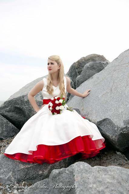 I want a colored petticoat so bad!